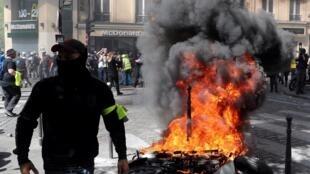 法国连续第23个周末爆发的黄背心抗议。