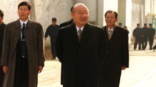En 1996, Chun Doo-hwan avait été condamné à mort pour sédition, avant de bénéficier d'une grâce présidentielle un an plus tard (ici après sa sortie de prison en 1997).