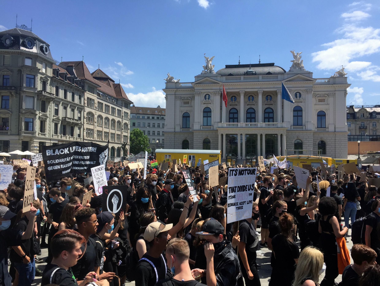 2020-06-13T144412Z_521204096_RC2E8H9BKJ10_RTRMADP_3_MINNEAPOLIS-POLICE-PROTESTS-SWISS(1)