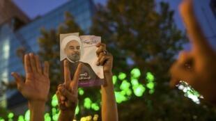 A Téhéran, le 15 juin, des supporters du nouveau président Hassan Rohani célèbrent leur victoire acquise dès le premier tour de la présidentielle.