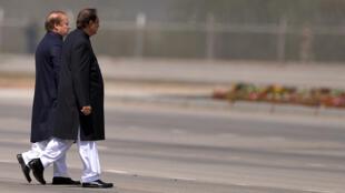 Le Premier ministre pakistanais Nawaz Sharif (à gauche) et le président Mamnoon Hussain, le 23 mars 2015 à Islamabad.