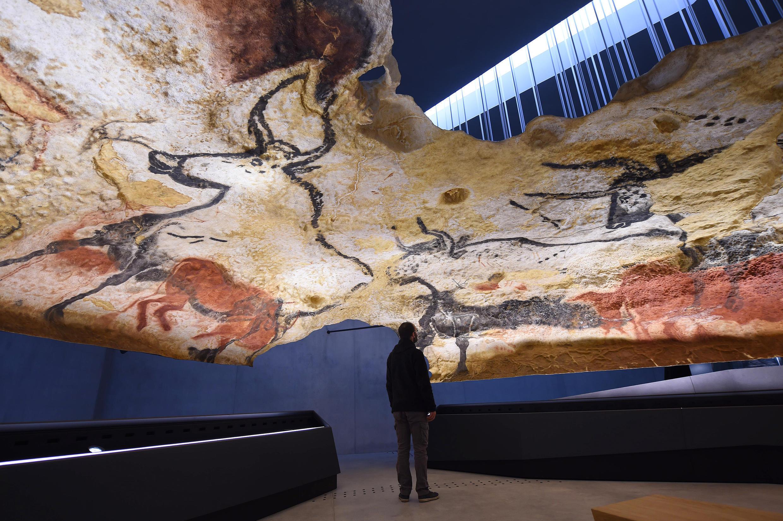 Será inaugurada neste sábado a réplica da caverna de Lascaux, com salas interativas.