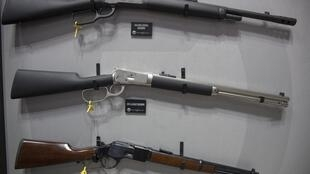 The European Union has urged Switzerland to bring its gun laws into line with countries in the bloc.