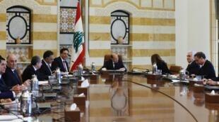 Rais wa Lebanon, Michel Aoun, akiongoza moja ya vikao vya Serikali, nchi yake itakuwa mwenyeji wa mkutano wa ukusanyaji pesa za misaada