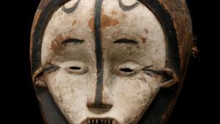 Máscara  Aduma (Gabón).