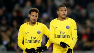 Neymar e Mbappe, que juntos valem € 400 milhões, não conseguiram impedir derrota para o Estrasburgo, que briga para evitar o rebaixamento.