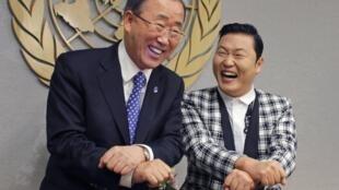 Ông Ban Ki Moon và ca sĩ Psy cùng nhảy Gangnam Style (Reuters)