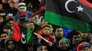 Des Libyens célèbrent dans les rues de Benghazi le premier anniversaire de la révolution, le 16 février 2012.
