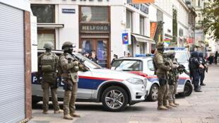 Polícia austríaca na zona do atentado 03 de Novembro de 2020