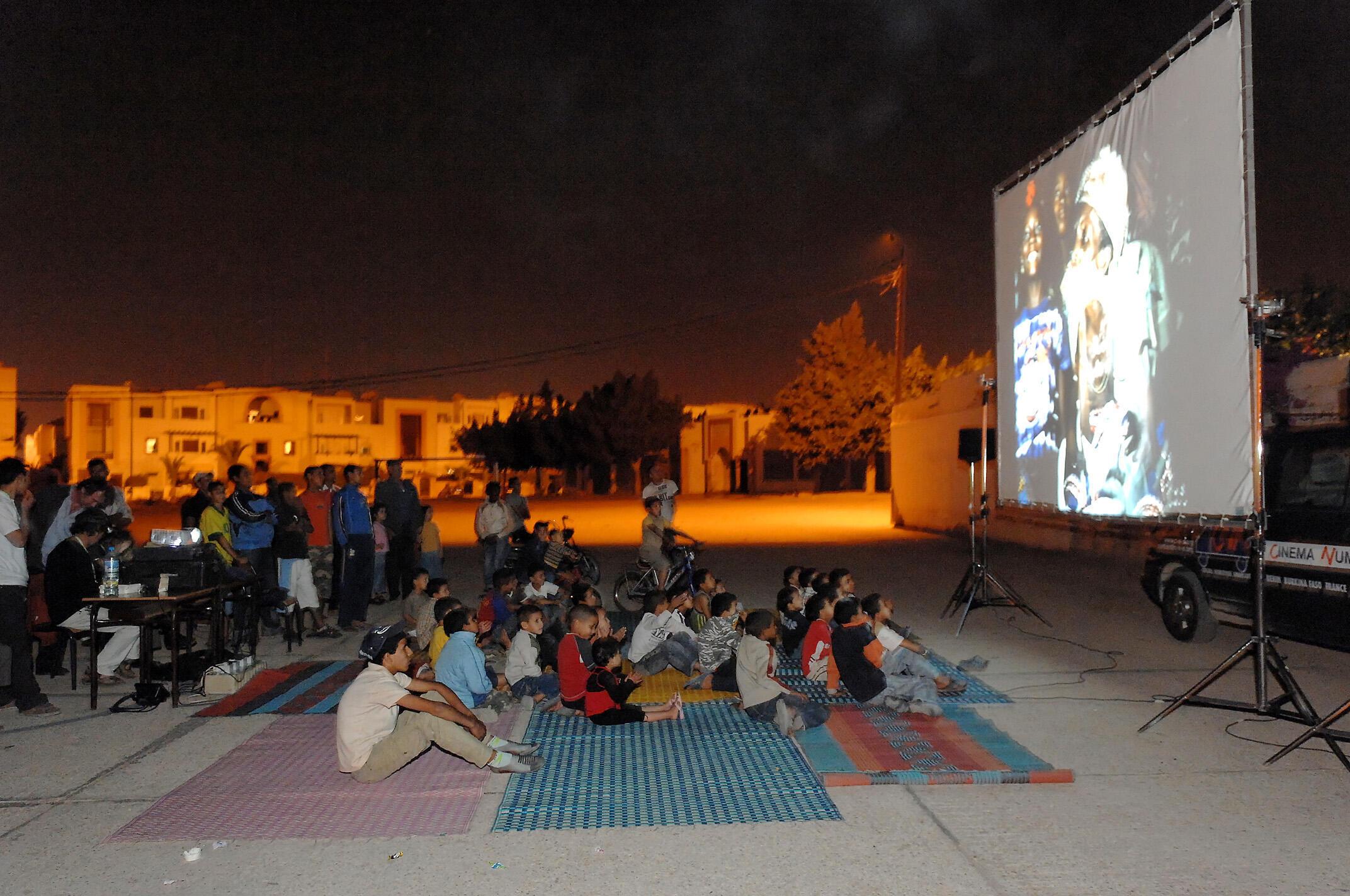 Le Cinéma numérique ambulant dans les quartiers populaires d'Agadir