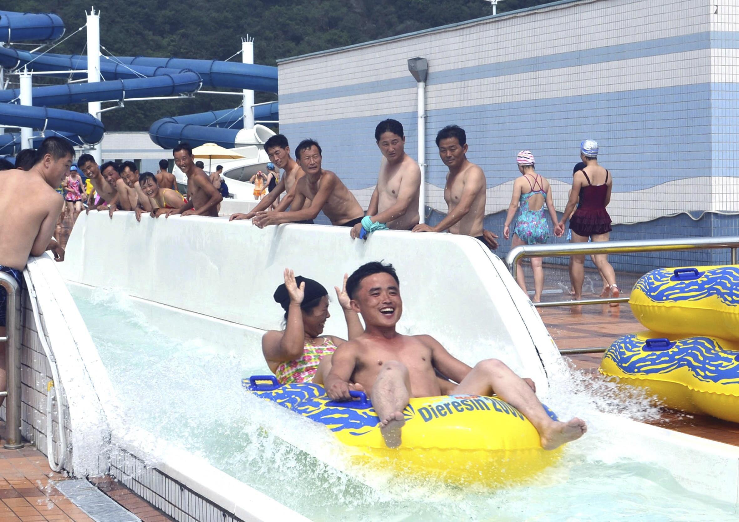 Trong công viên nước Rungna  tại Bình Nhưỡng. Hình do KCNA phổ biến ngày 7/8/2014