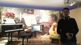 Pianista Ricardo Vieira na exposição Maria by Callas