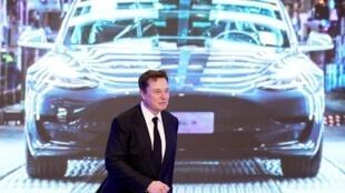Elon Musk, le PDG de Tesla, devant l'un de ses modèles, le 7 janvier 2020.