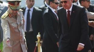 លោកRecep Tayyip Erdogan នាយករដ្ឋមន្រ្តីតួកគីត្រូវបានទទួលស្វាគមយ៉ាងគគ្រឹកគគ្រេងនៅក្នុងប្រទេសអេហ្ស៊ីប