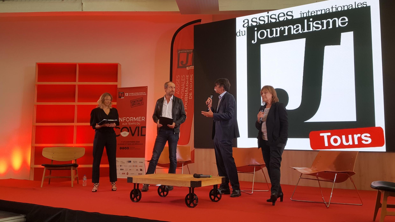 Ouverture des Assises du journalisme 2020 à Tours. Jérôme Bouvier, l'organisateur, est au micro.