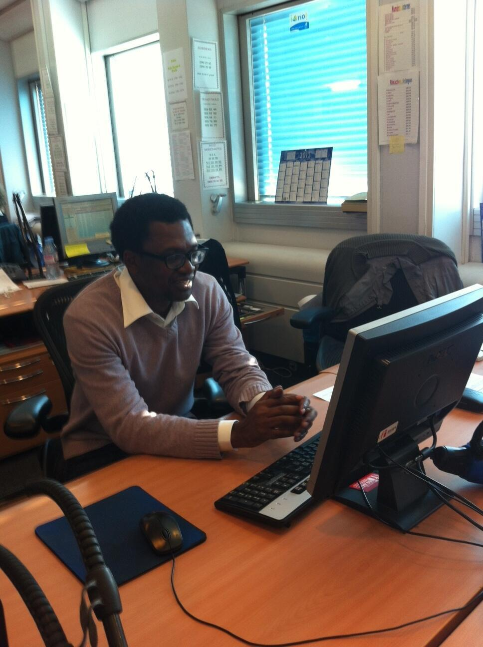 O Antropólogo angolano António Tomás na nossa Redacção em Paris
