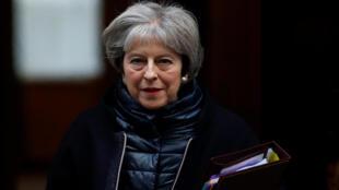 A primeira-ministra britânica Theresa May deixa seu escritório em Downing Street, em Londres, nesta quarta-feira, 10 de janeiro de 2018.