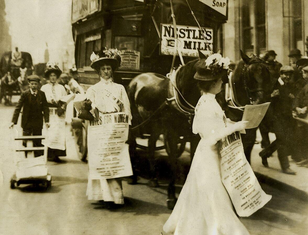 Phụ nữ biểu tình đòi tham gia bầu cử, tháng 7/1908 tại Luân Đôn.