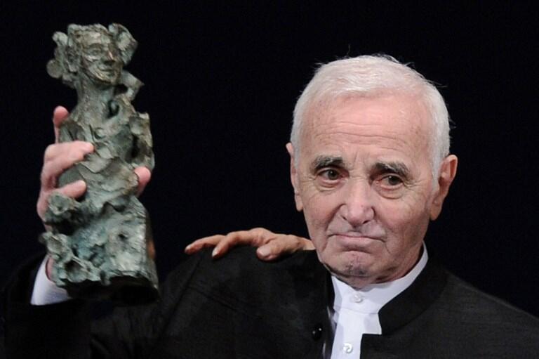 شارل آزناوور، خوانندۀ فرانسوی ارمنی تبار، در سال ٢٠١١ جایزۀ «اسکوپوس» را از سوی دانشگاه بیت المقدس دریافت داشت. این جایزه به شخصیتی اعطاء میشود که در کار خود به اوج رسیده است. تئاتر شانزه لیزه در پاریس - ٢٣ سپتامبر ٢٠١١