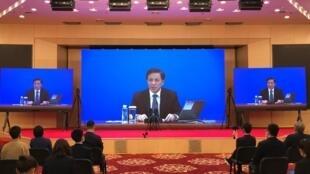 中國全國人大新聞發言人張業遂參加會議資料圖片