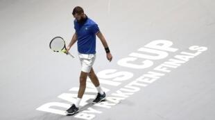 Le Français Benoît Paire, battu par le Serbe Novak Djokovic à la Coupe Davis 2019, à Madrid.