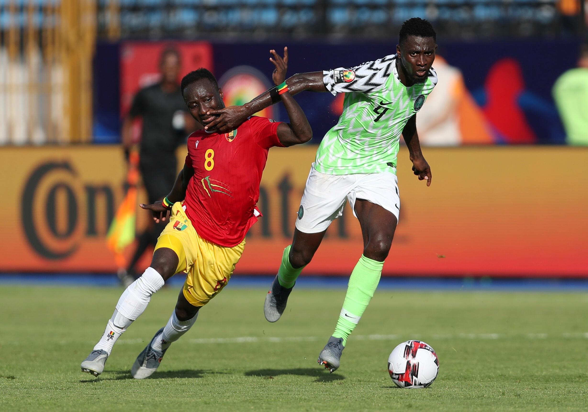 Le Nigérian Wilfred Ndidi face au Guinéen Naby Keita, lors de la CAN 2019.