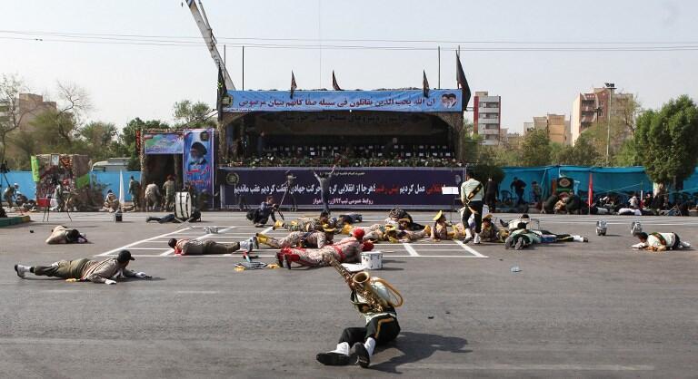 در جریان حمله به رژه نیروهای نظامی در اهواز ۳۴ نفر کشته شدند. بیشتر کشتهشدگان از نظامیان بودند.