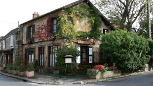 Numerosos turistas llegan del mundo entero para ver el lugar donde vivieron los grandes maestros de la Escuela de Barbizon.