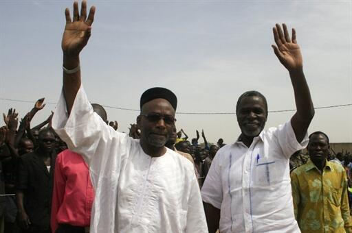Jenerali Wadal Abdelkader Kamougue (Kulia) enzi za uwahi wake akiwa na Kiongozi wa Chama cha NURD Kebzabo Saleh (Kushoto)