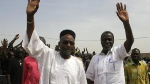 Kamougué Wadal Abdelkader lors du meeting d'appel au boycott, le 23 avril 2011 à Ndjamena.