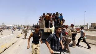 Voluntários se unem ao exército iraquiano na luta contra os jihadistas.