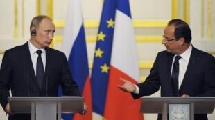 Le président russe Vladimir Poutine et le président français François Hollande (Elysée, 1er juin 2012).