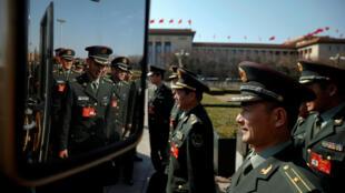 """參加""""兩會""""的中國解放軍代表團成員,2017年3月7號"""
