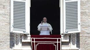 El papa Francisco en el balcón de la Plaza San Pedro