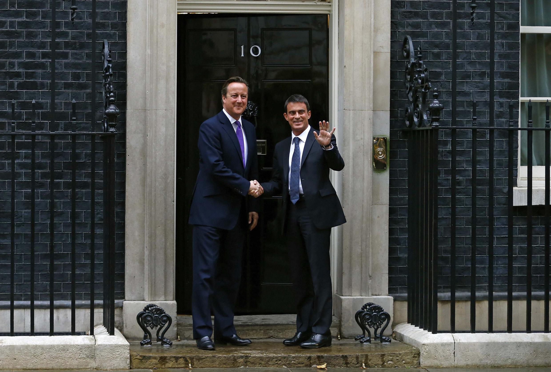 Дэвид Кэмерон и Манюэль Вальс у входа на Даунинг стрит 10 в Лондоне 06/10/2014