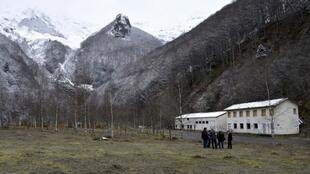 Les bâtiments de l'ancienne mine de tungstène à Salau, une petite vallée des Pyrénées, dans le sud-ouest de la France, le 8 avril 2016.