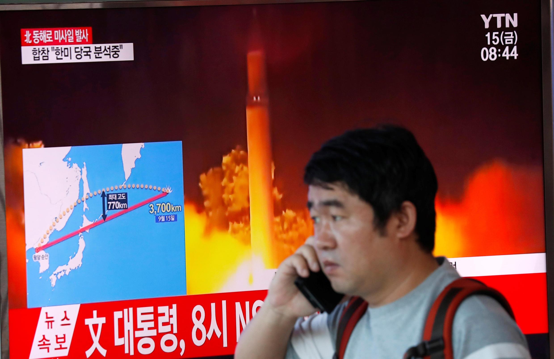 Coreia do Sul, anuncia na televisão disparo de novo míssil da Coreia do Norte, a 15 de setembro.