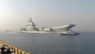 Quân đội Đài Loan tập trận ảo chống  tấn công  từ Trung Quốc bằng Hàng không mẫu hạm. Anh chiếc  Liêu Ninh của Trung Quốc .