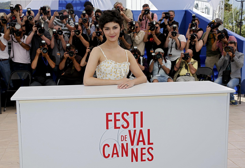 L'actrice Audrey Tautou, maîtresse de cérémonie du Festival de Cannes 2013, attire le regard des photographes. Ici le 14 mai, la veille de l'ouverture du Festival