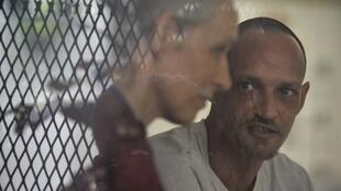 Michaël Blanc and his mother Hélène Le Touzet at the Jakarta prison where the 40-year old has been held.
