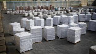 1月16日,联合国巴勒斯坦救济机构正从以色列边境地带转运加沙走廊的援助物资。