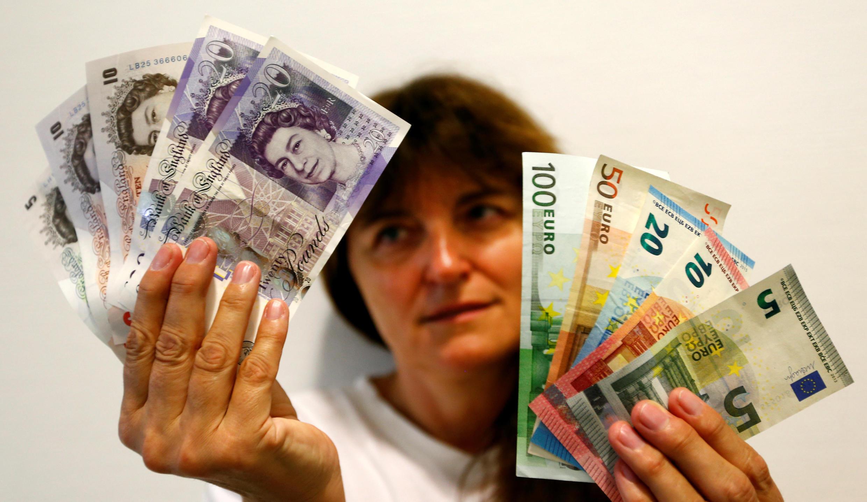 Tiền : đồng euro và bảng Anh.