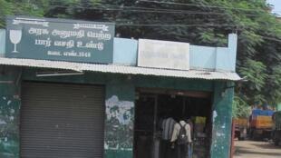 Une boutique d'Etat Tasmac de vente d'alcool à Coimbatore, dans l'Etat du Tamil Nadu (sud).