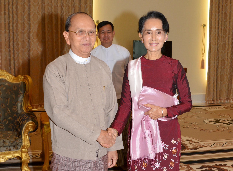 Tổng thống Miến Điện Thein Sein tiếp bà Aung San Suu Kyi tại Naypyitaw, ngày 02/12/2015