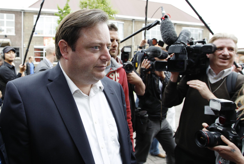 """Лидер """"Нового фламандского альянса"""" (N-VA) Барт Де Вевер на избирательном участке в Антверпене 13 июня 2010"""