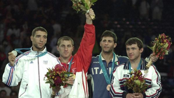 Larbi Benboudaoud (g) and his silver medal around his neck at the Sydney Olympics in 2000.