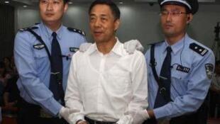 Bạc Hy Lai vào thời điểm tòa ra phán quyết, 22/09/2013.