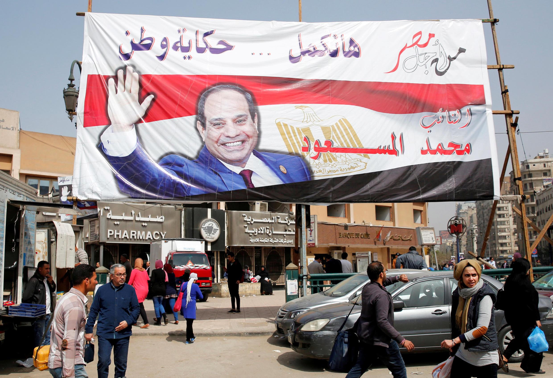 Affiche de campagne du président égyptien, Abdel Fattah al-Sissi, le 1er mars 2018, au Caire. Le premier tour de l'élection présidentielle se déroule du 26 au 28 mars 2018.