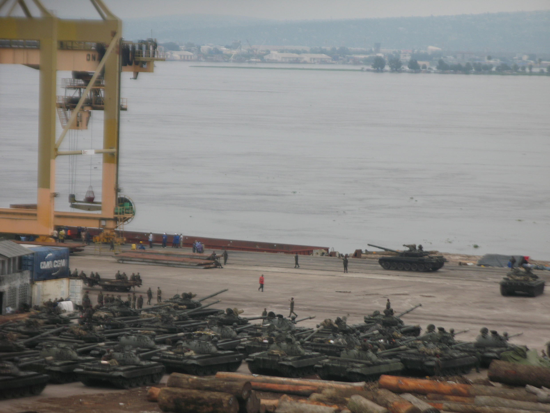 En février 2016, l'embarquement sur le fleuve Congo de chars en pleine crise politique avait été très remarqué. Selon une source officielle, ces chars, T72, auraient été notifiés au conseil de sécurité en 2014.