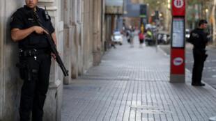 Polisi wa Catalonia katika eneo la shambulio la Las Ramblas.